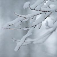 エアコンの室外機が雪で動かない時、お湯をかけても大丈夫?故障なの?