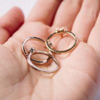 結婚指輪をしている時ファッションリングはどの指に?コーディネート例も!